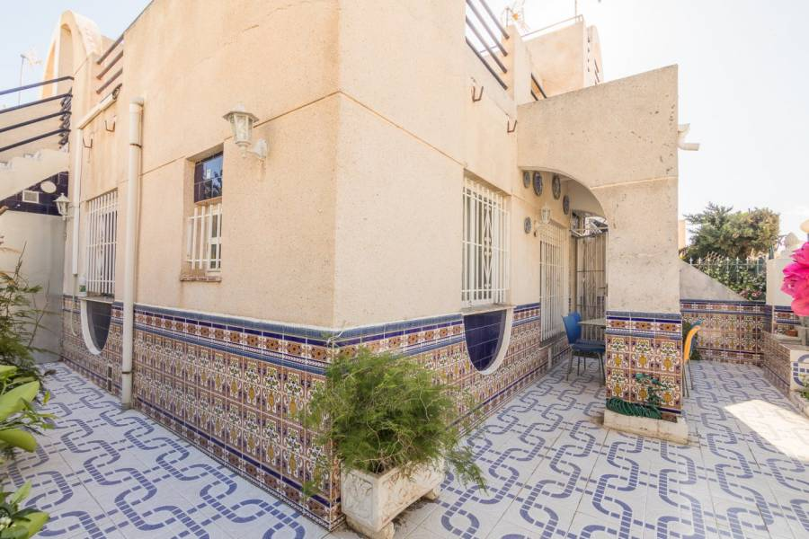2 Bedooms Bungalow with Swimming Pool For Sale in Torrevieja (28)