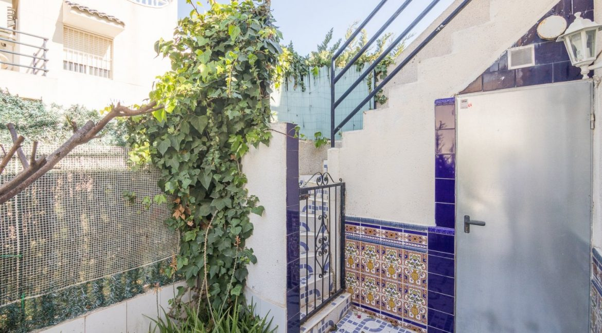 2 Bedooms Bungalow with Swimming Pool For Sale in Torrevieja (32)