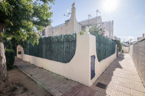 2 Bedooms Bungalow with Swimming Pool For Sale in Torrevieja (35)
