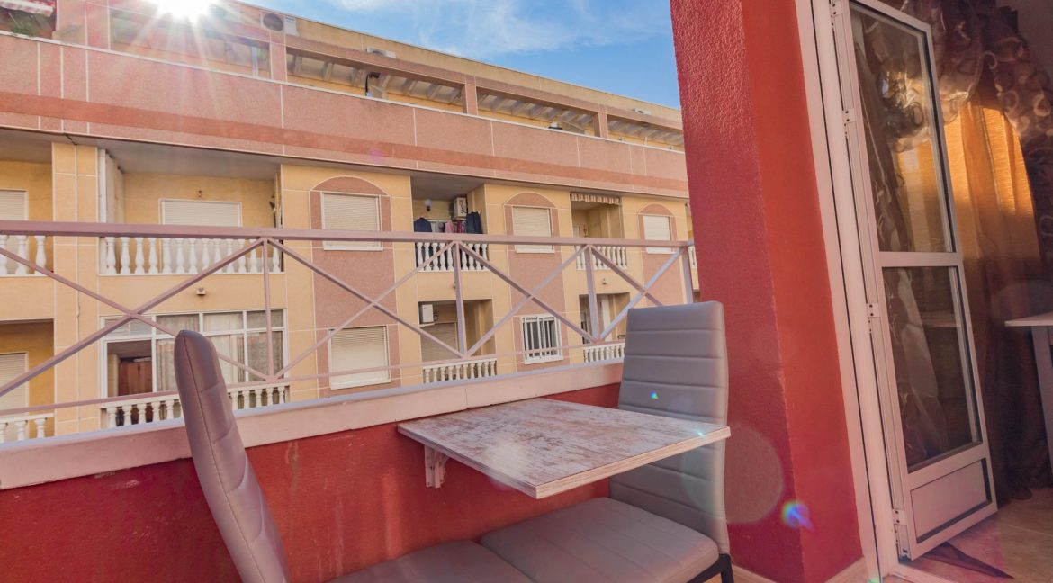 2 Bedrooms Apartment wih Swimming Pool For Sale in Torrevieja (11)