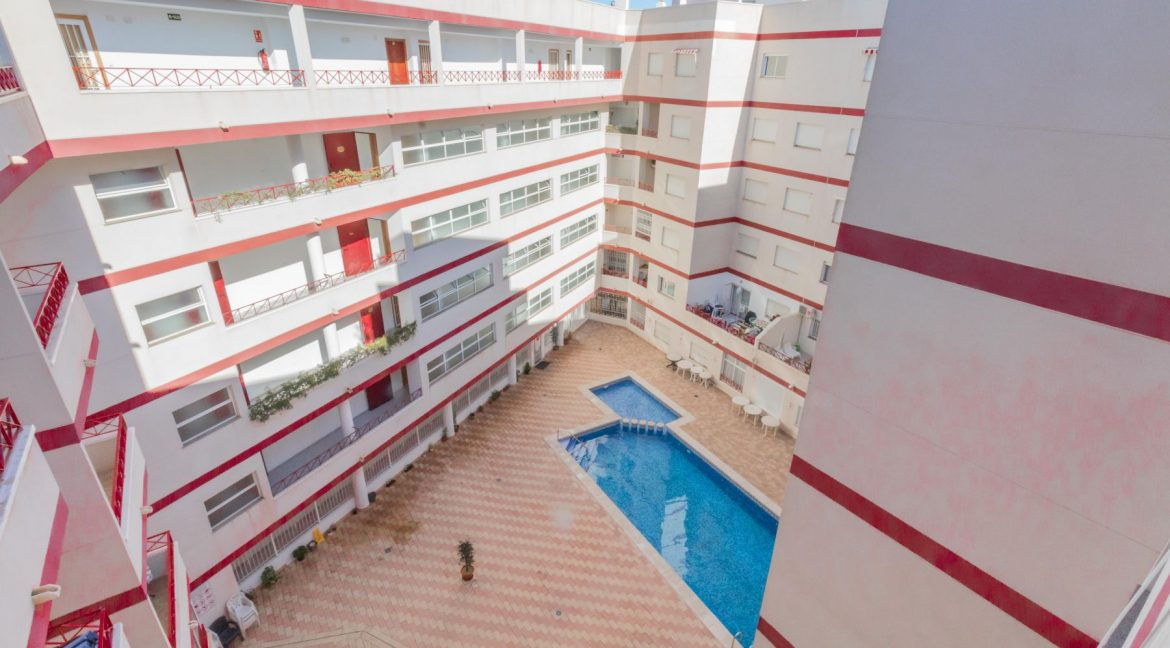 2 Bedrooms Apartment wih Swimming Pool For Sale in Torrevieja (15)