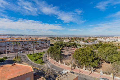 2 Bedrooms Apartment wih Swimming Pool For Sale in Torrevieja (17)