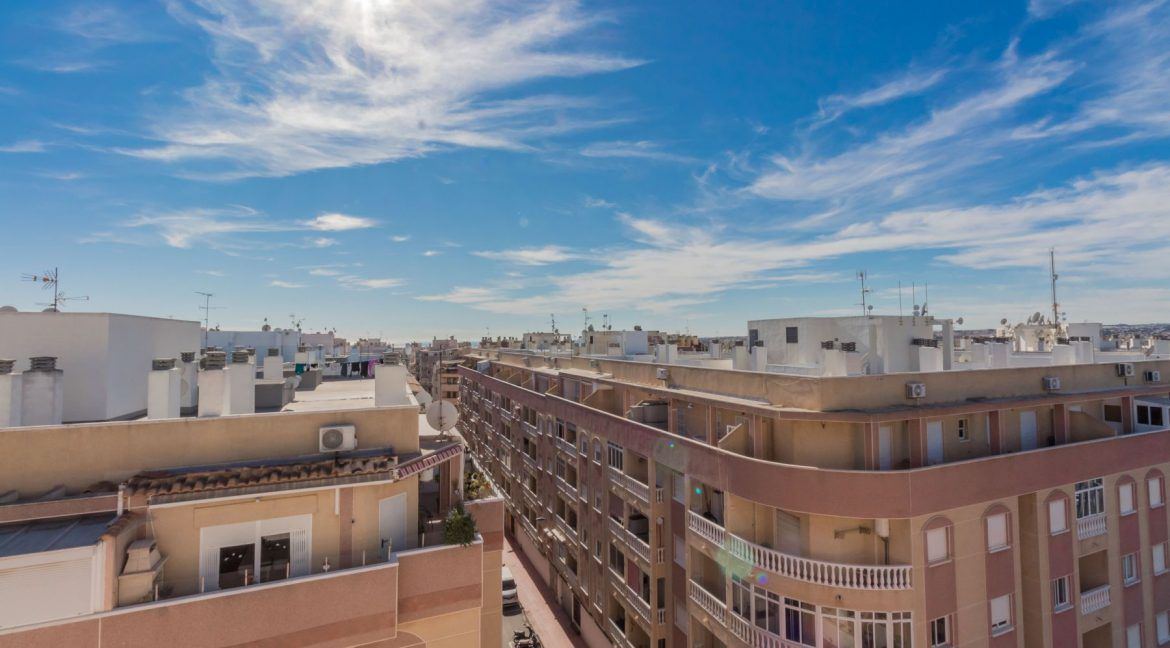 2 Bedrooms Apartment wih Swimming Pool For Sale in Torrevieja (18)