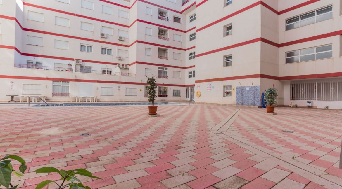 2 Bedrooms Apartment wih Swimming Pool For Sale in Torrevieja (19)