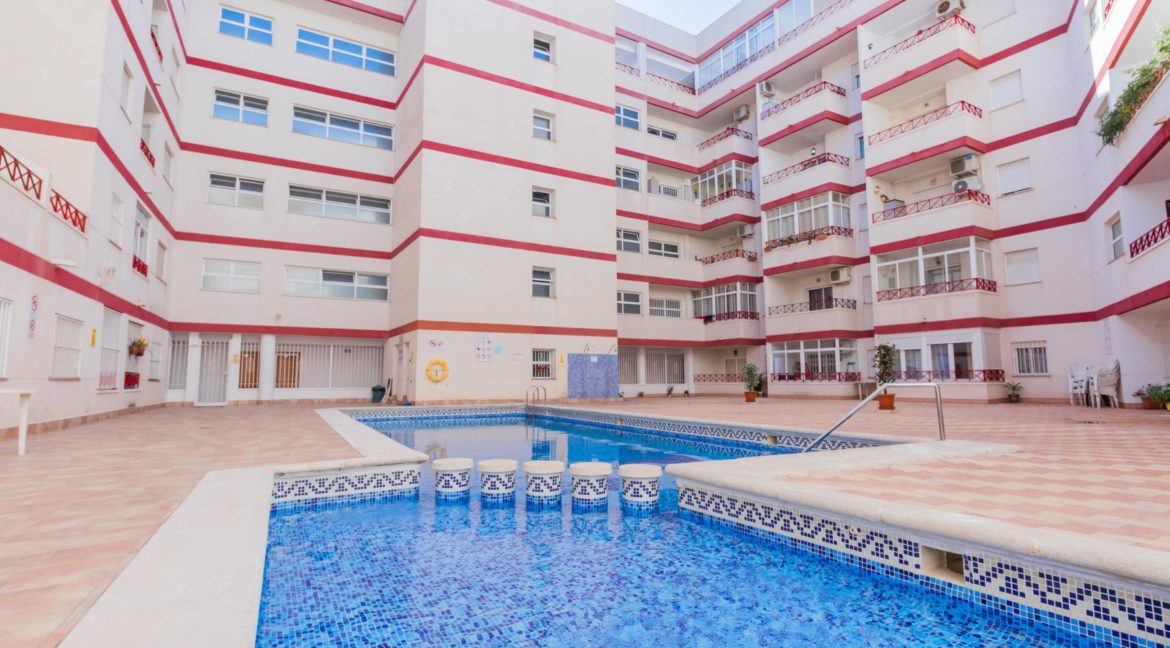 2 Bedrooms Apartment wih Swimming Pool For Sale in Torrevieja