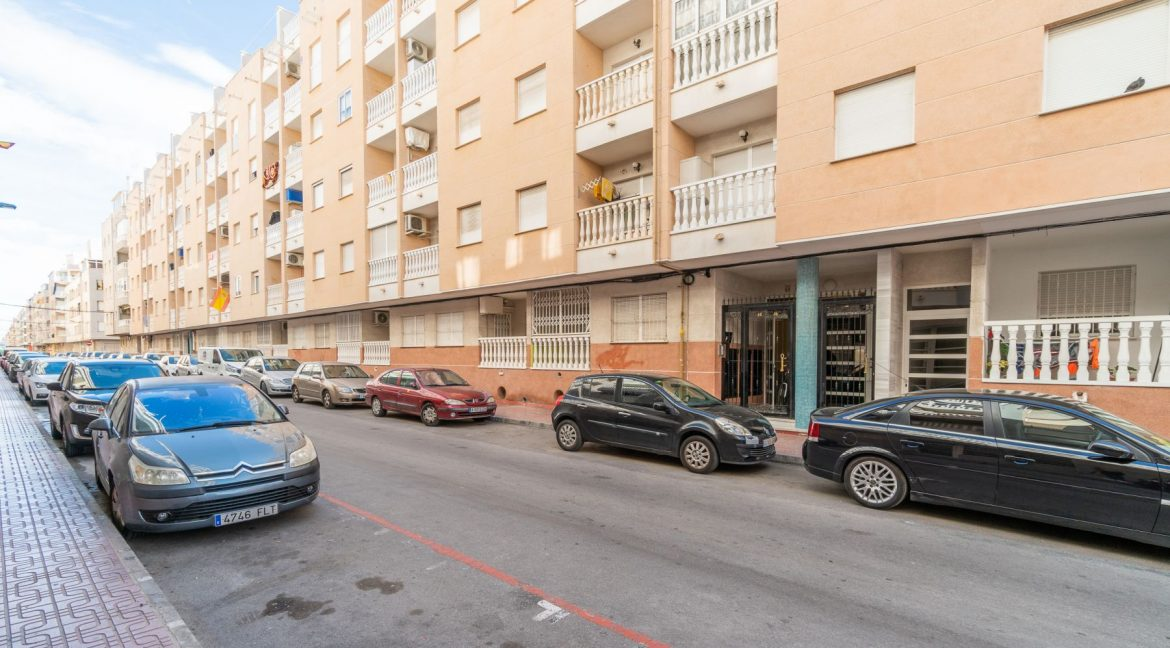 2 Bedrooms Apartment with Swimming Pool For Sale in Torrevieja Center (1)