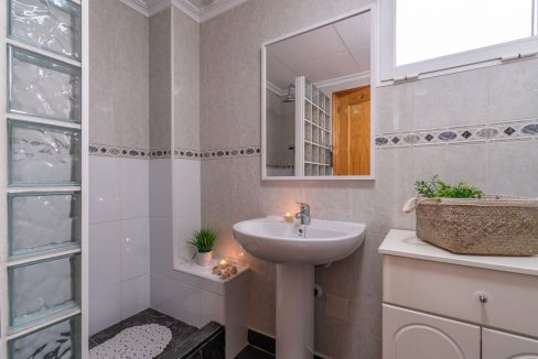2 Bedrooms Apartment with Swimming Pool For Sale in Torrevieja Center (14)