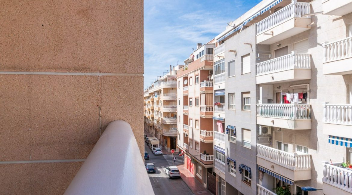 2 Bedrooms Apartment with Swimming Pool For Sale in Torrevieja Center (17)