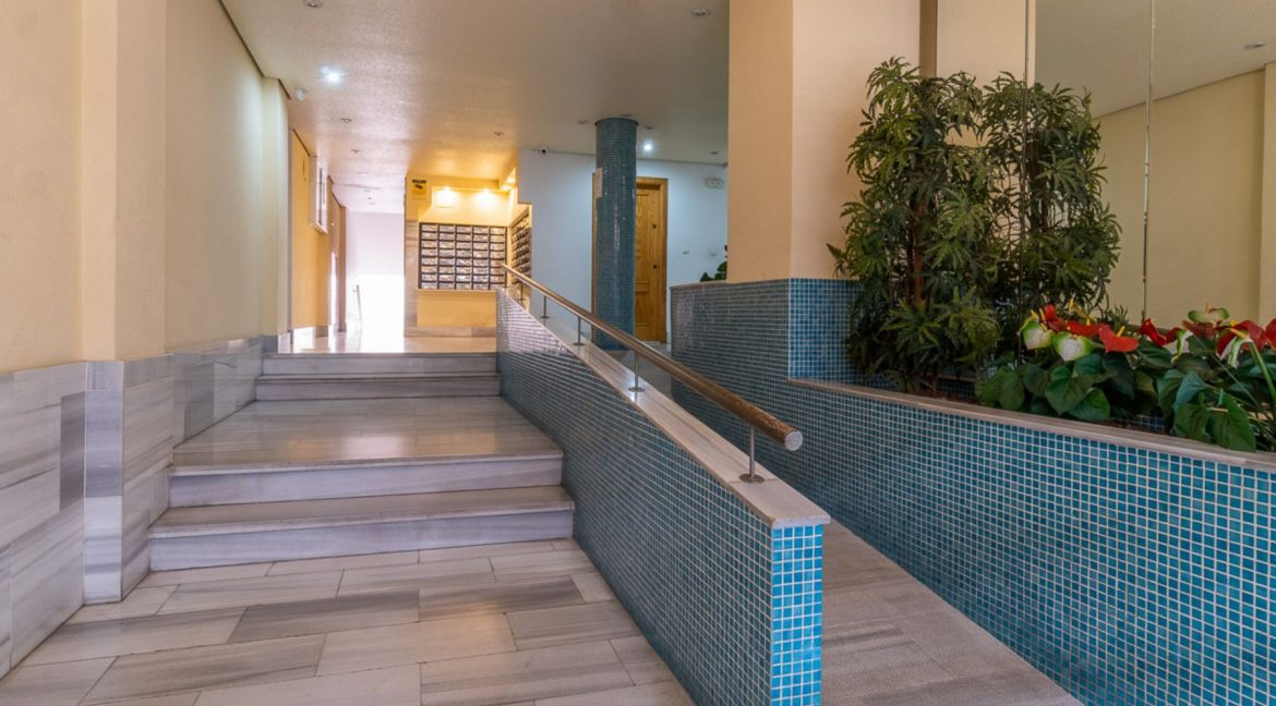 2 Bedrooms Apartment with Swimming Pool For Sale in Torrevieja Center (20)