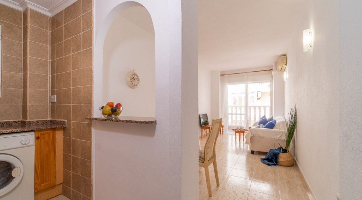 2 Bedrooms Apartment with Swimming Pool For Sale in Torrevieja Center (8)