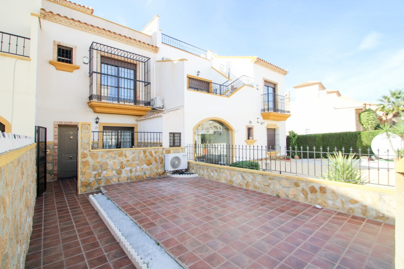 2 Bedrooms Bungalow Close to Villamartin Golf course-El galan