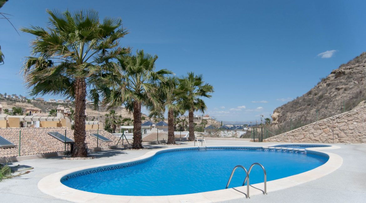 2 Bedrooms Villa For Sale Close to Golf Course (6)