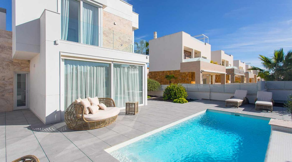 3 Bedrooms Detached Luxury Villa For Sale With Basement In Torrevieja (32)