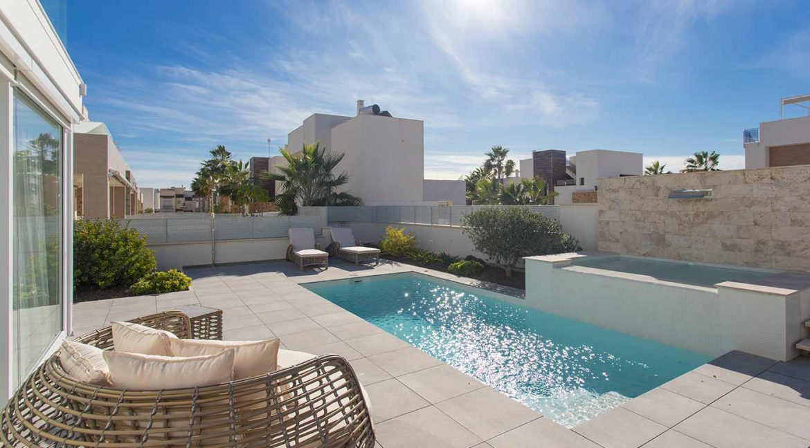 3 Bedrooms Detached Luxury Villa For Sale With Basement In Torrevieja (33)