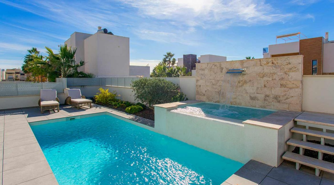 3 Bedrooms Detached Luxury Villa For Sale With Basement In Torrevieja (44)