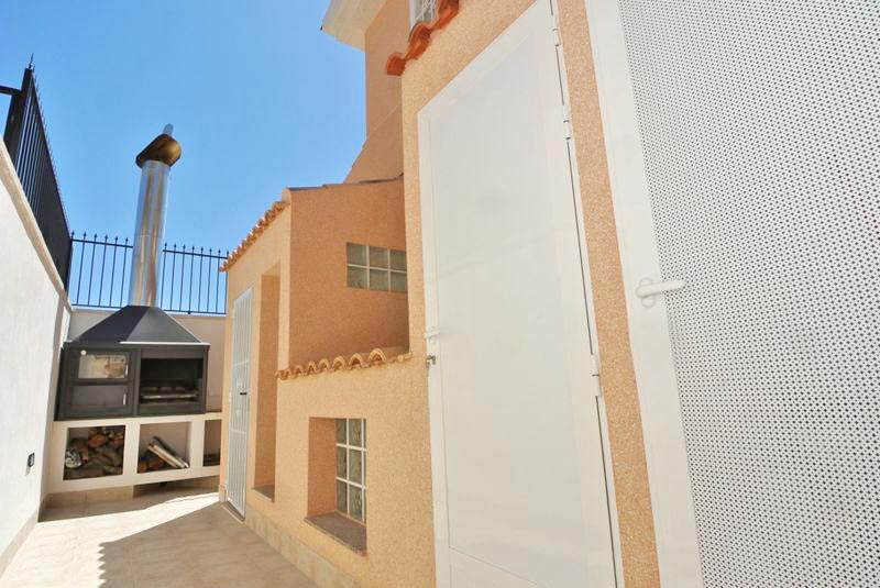 3 Bedrooms Villa For Sale in Punta Prima With Private Swimming Pool (12)