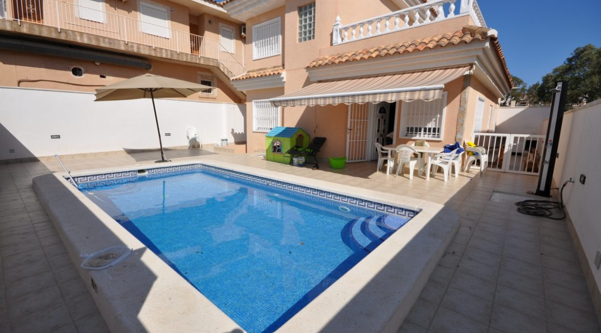 3 Bedrooms Villa For Sale in Punta Prima With Private Swimming Pool (14)