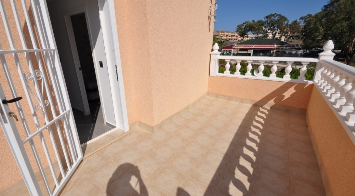 3 Bedrooms Villa For Sale in Punta Prima With Private Swimming Pool (5)