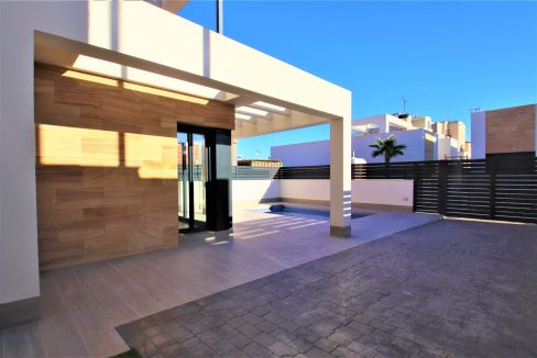 3 Bedrooms Villas For Sale in Torrevieja near Habaneras Shopping Centre (1)