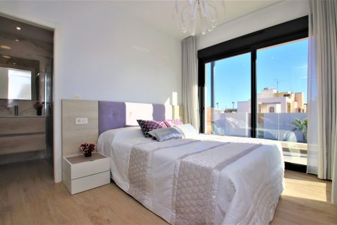 3 Bedrooms Villas For Sale in Torrevieja near Habaneras Shopping Centre (16)