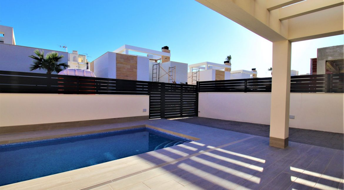 3 Bedrooms Villas For Sale in Torrevieja near Habaneras Shopping Centre (37)