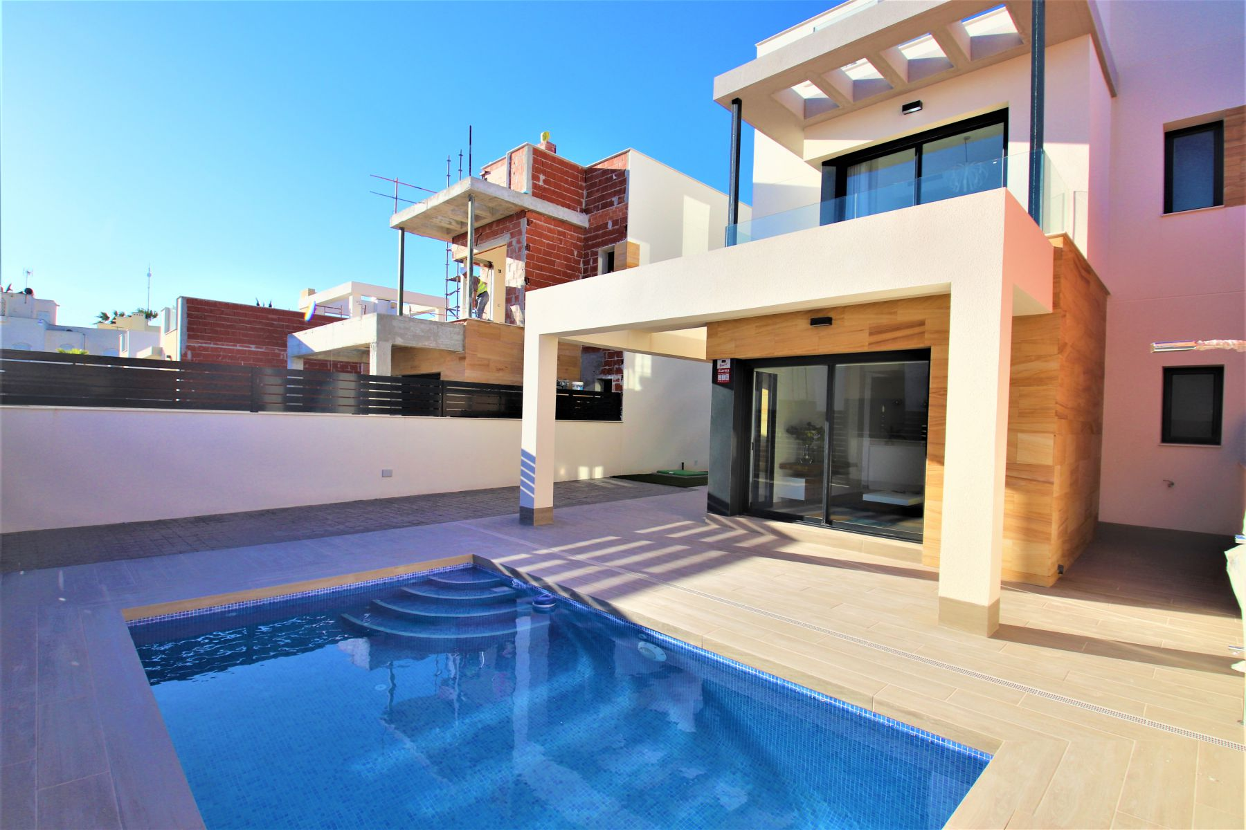 New Build 3 Bedrooms Villas With Swimming Pool For Sale in Torrevieja