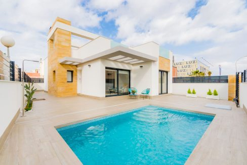 3 Bedrooms Villas With Swimming Pool For Sale in Torrevieja with Plot (16)