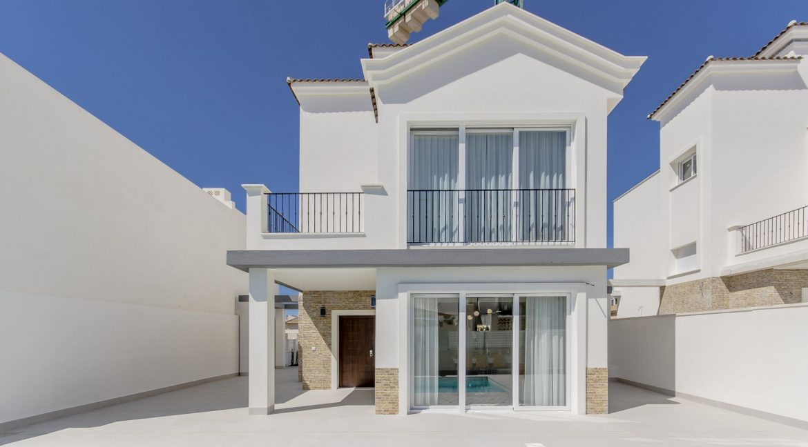 5 Bedrooms Luxury Villa For Sale In La Torreta With Private Pool, Garage And Basement (4)