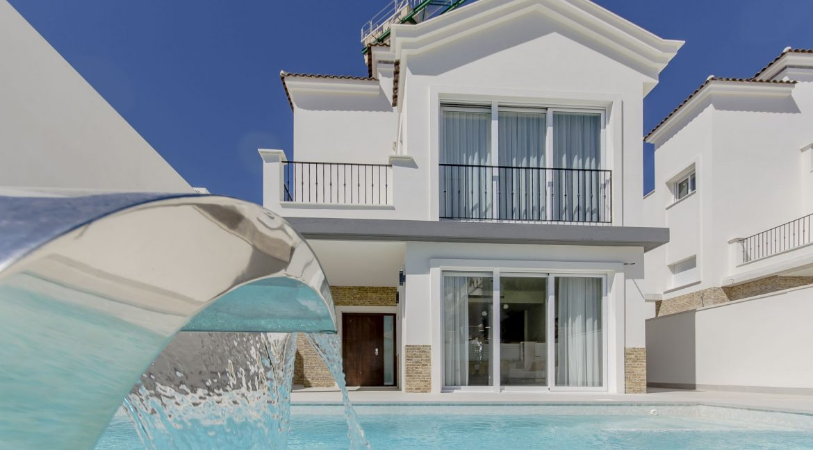 5 Bedrooms Luxury Villa For Sale In La Torreta With Private Pool, Garage And Basement