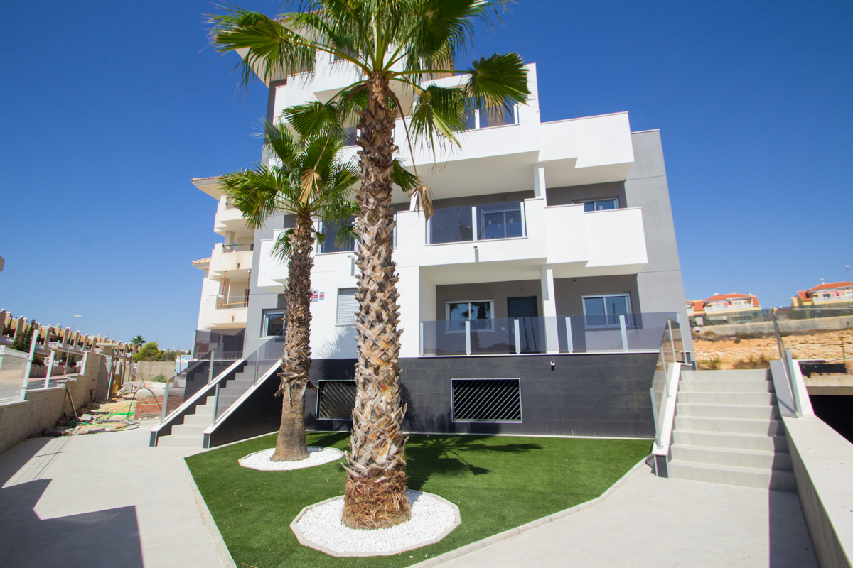 1, 2 and 3 Bedrooms Luxury Apartments With Swimming Pool For Sale in Orihuela Costa