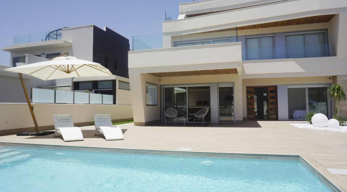 Luxury 4 Bedrooms Villa in Campoamor (15)