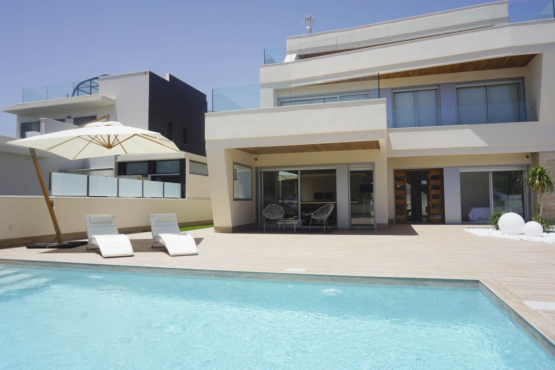 4 Bedrooms Luxury Villa For Sale in Campoamor With Basement