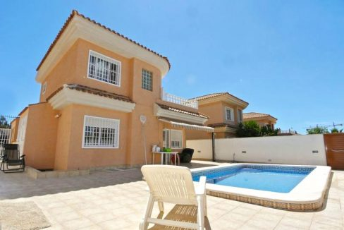 3 Bedrooms Villa For Sale in Punta Prima With Private Swimming Pool