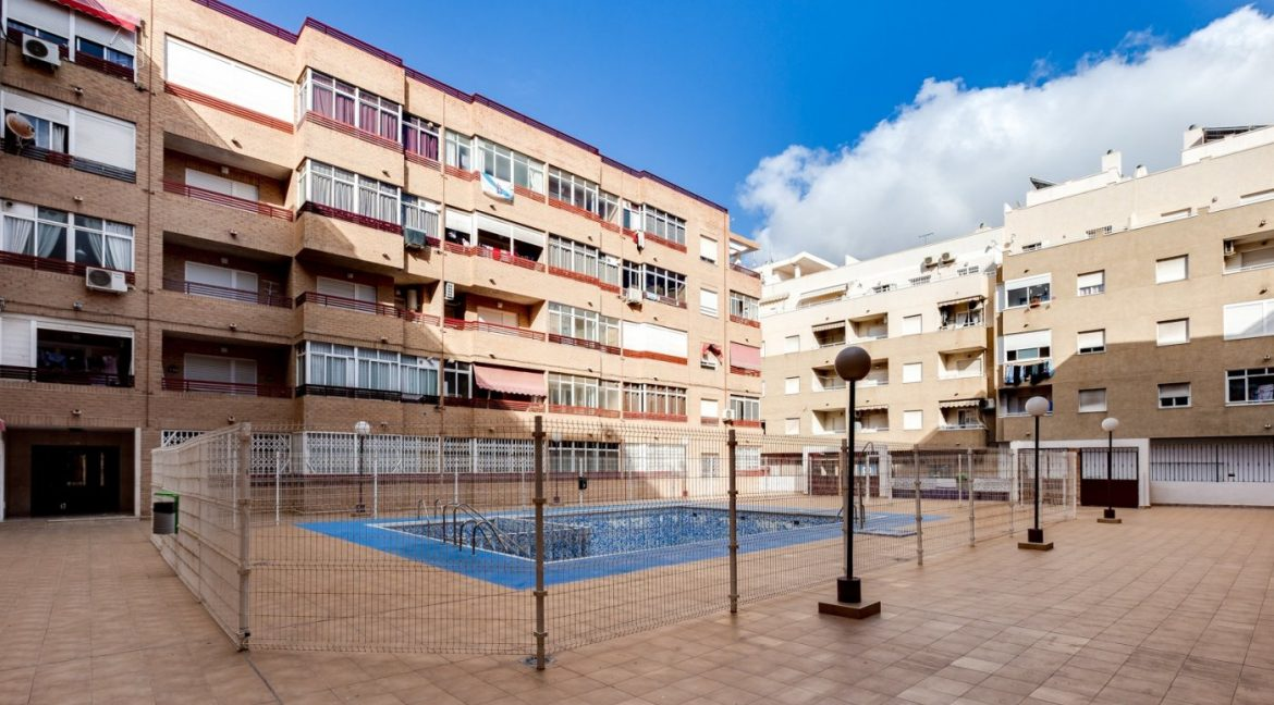 1 Bedroom Apartment With Communal Pool For Sale In Torrevieja Town (11)
