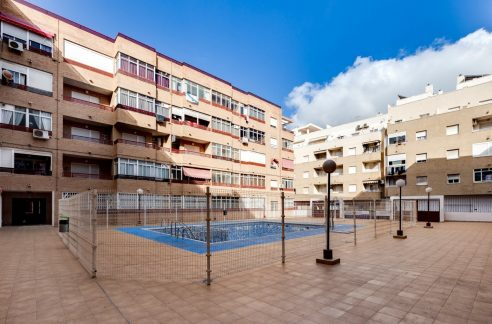 1 Bedroom Apartment With Communal Pool For Sale In Torrevieja Town