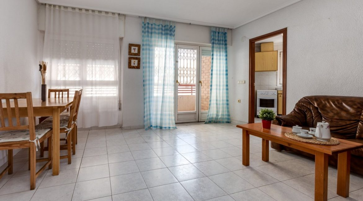 1 Bedroom Apartment With Communal Pool For Sale In Torrevieja Town (17)