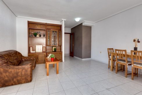 1 Bedroom Apartment With Communal Pool For Sale In Torrevieja Town (18)