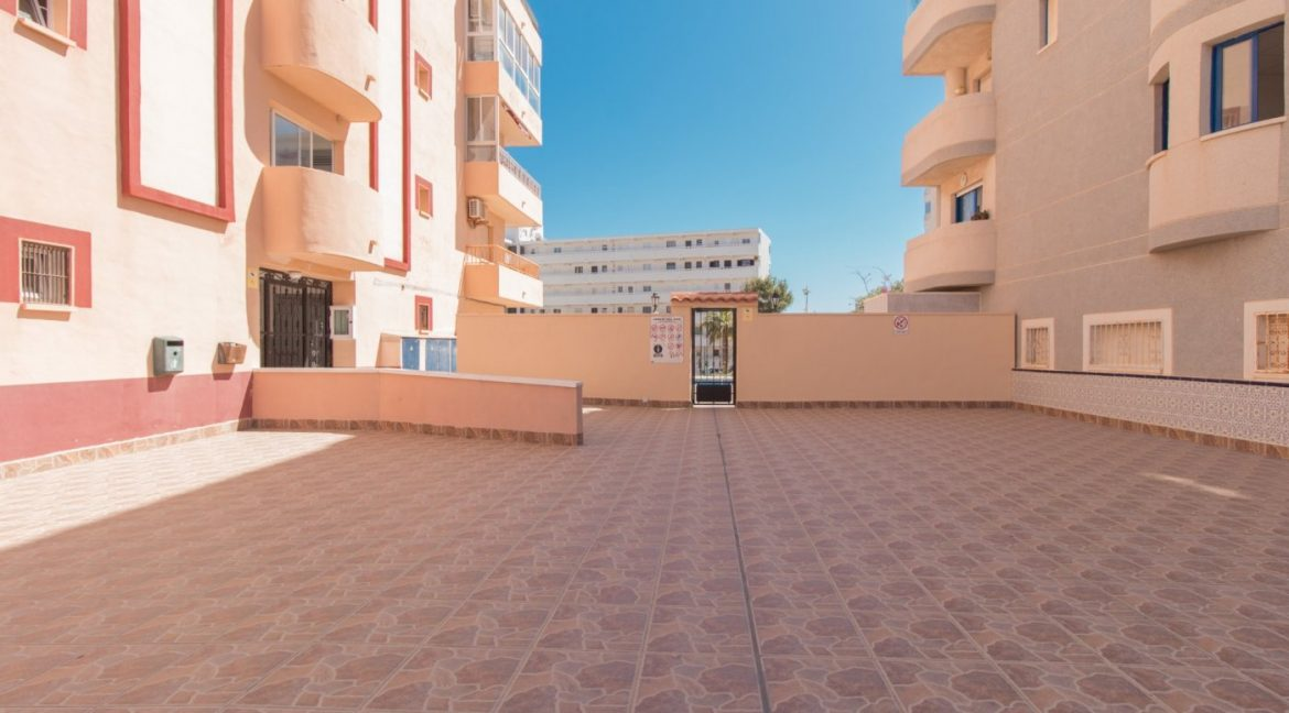 1 bedroom Apartment For Sale With Swimming pool in La Mata (12)