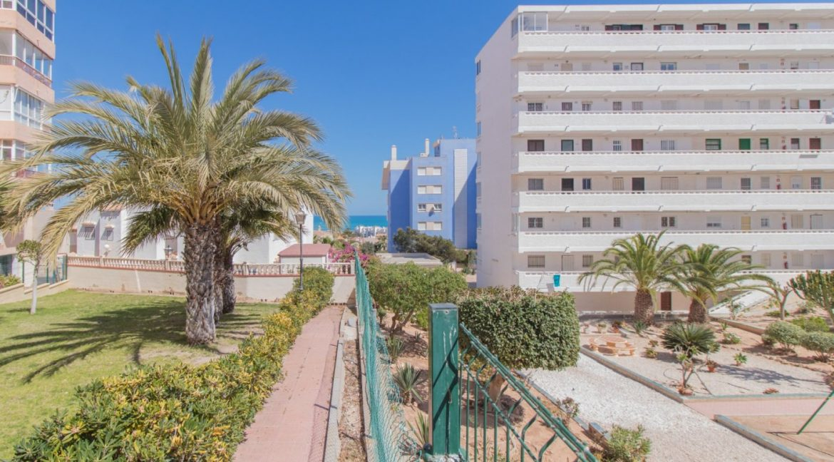 1 bedroom Apartment For Sale With Swimming pool in La Mata (14)