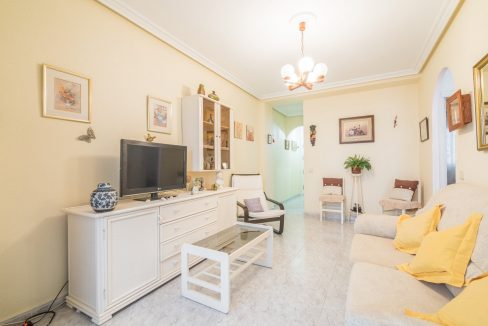 2 Bedrooms Apartment For Sale Near by The Beach in Torrevieja (1)