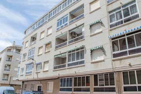 2 Bedrooms Apartment For Sale Near by The Beach in Torrevieja (13)