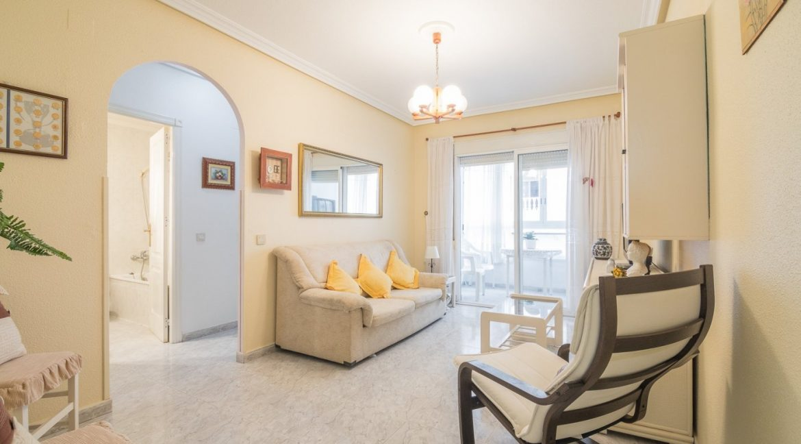 2 Bedrooms Apartment For Sale Near by The Beach in Torrevieja (3)