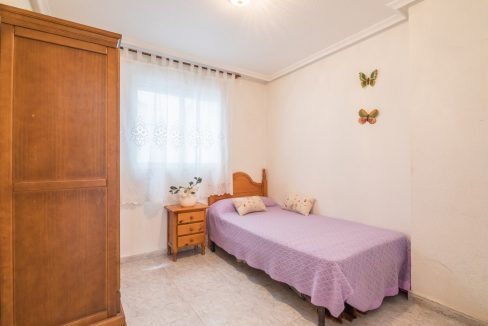 2 Bedrooms Apartment For Sale Near by The Beach in Torrevieja (6)
