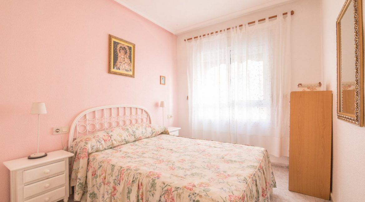 2 Bedrooms Apartment For Sale Near by The Beach in Torrevieja (9)
