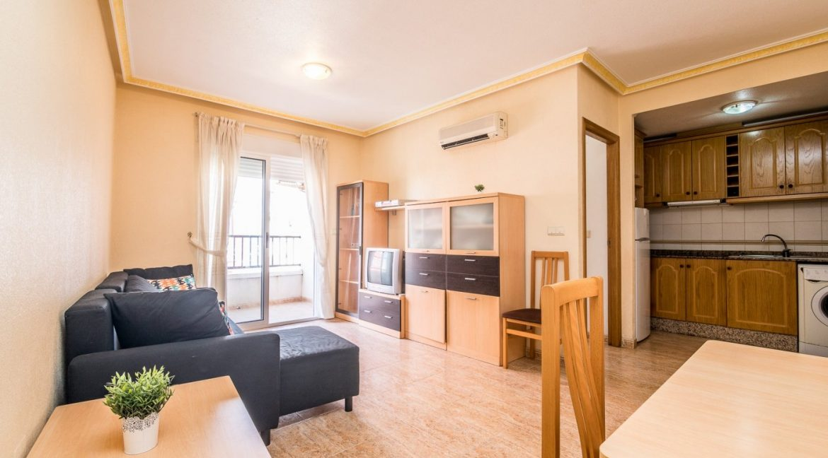 2 Bedrooms Apartment For Sale in Torrevieja With Swimming Pool (16)