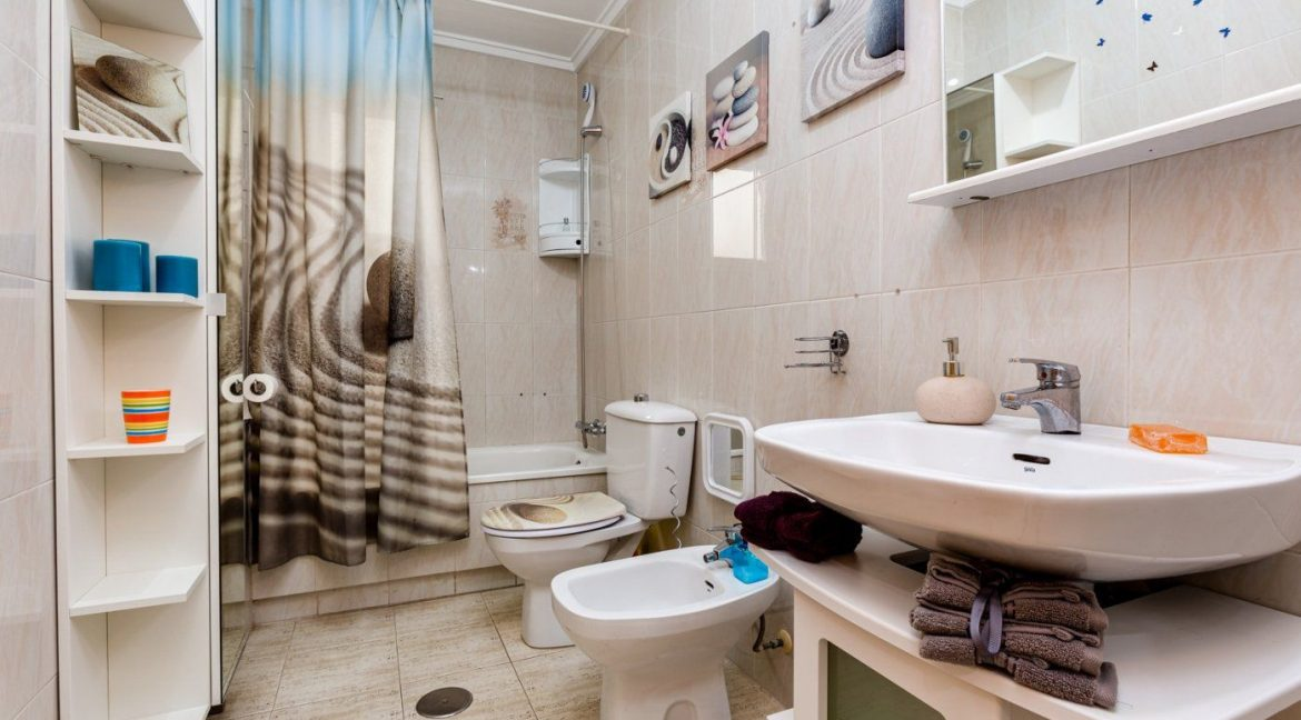 2 Bedrooms Apartment For Sale in Torrevieja near El Cura Beach (13)
