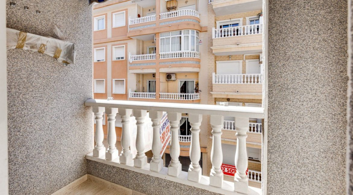 2 Bedrooms Apartment For Sale in Torrevieja near El Cura Beach (19)