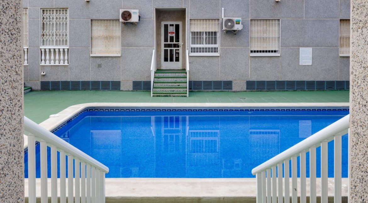 2 Bedrooms Apartment For Sale in Torrevieja near El Cura Beach (23)