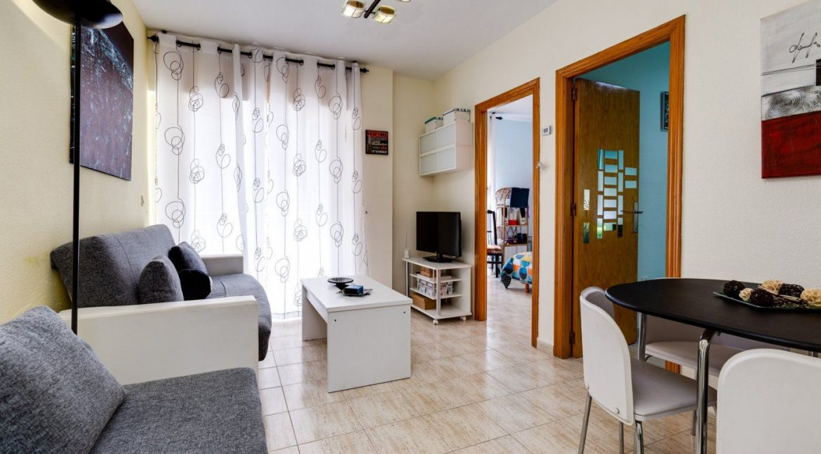 2 Bedrooms Apartment For Sale in Torrevieja near El Cura Beach (8)