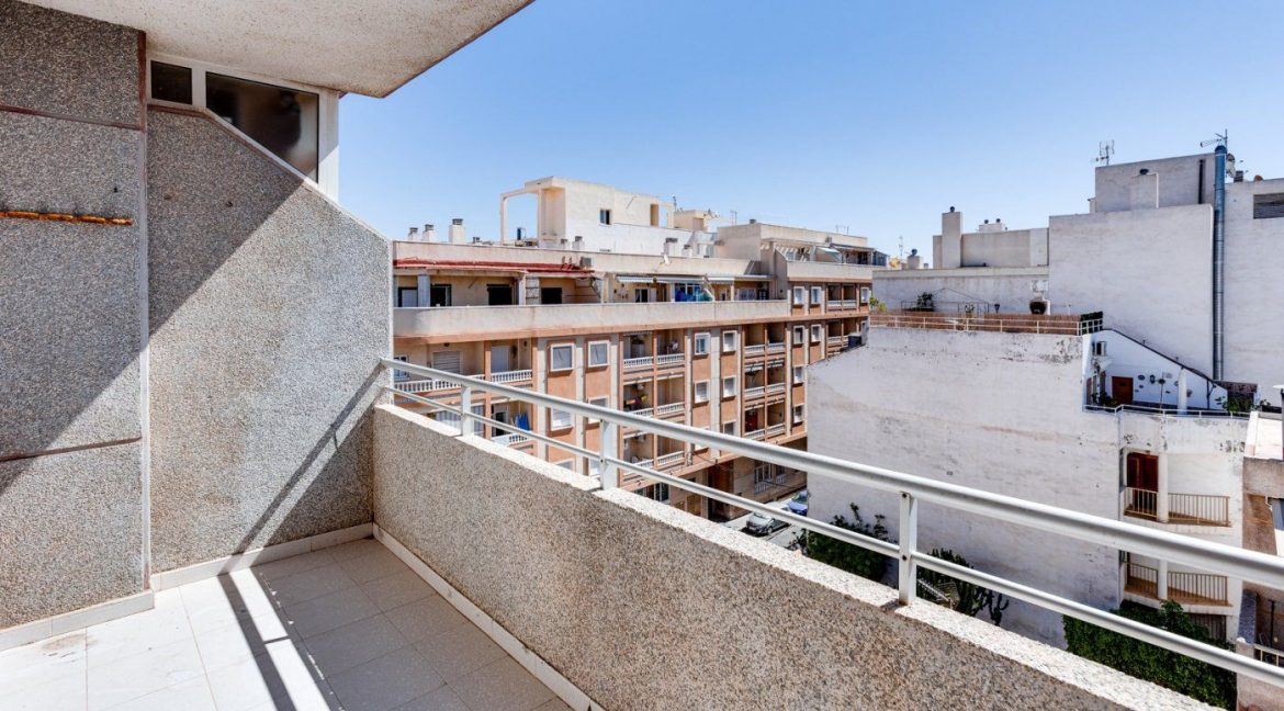 2 Bedrooms Apartment For Sale in Torrevieja near el Cura Beach (26)